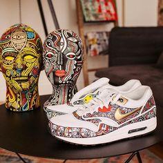 L'artiste nigérian Laolu Senbanjo a été embauché à New York, par Nike comme « Masters of Air » pour créer des chaussures...