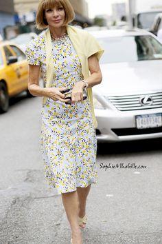 #annawintour #yellow #vogue #us #amercican #dress #flowery #print #newyork #nyc #fashionweek #nyfw #mbfw #fashion #style #look #outfit #cool #chic #streetfashion #streetstyle