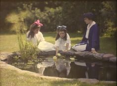 Autochrome,  looks similar to the photos of Janet and Iris Laing, 1910's