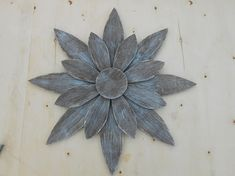 Rustic Handmade Barn Wood Flower Indoor or Outdoor Wall Art - Wood Wall Art - Ideas of Wood Wall Art Tin Flowers, Wood Flowers, Indoor Flowers, Metal Tree Wall Art, Wood Wall Art, Scrap Wood Art, Wood Picture Frames, Picture On Wood, Wooden Art