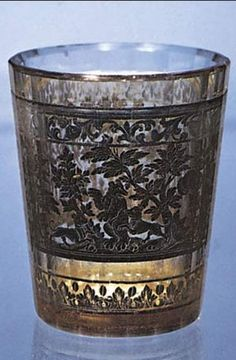 Zwischengoldglas (gold sandwich glass), double-walled beaker decorated with a bear hunt, Bohemian, c. 1730. In the Kestner-Museum, Hannover, Germany. Height 8.9 cm.