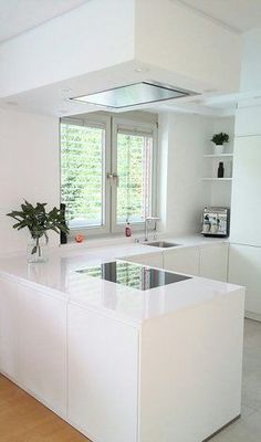 Small Kitchen Ideas : with Island & Cabinets Small modern kitchen ideas. Discover inspiration for your Small kitchen remodeling in small spaces, upgrade with ideas for storage, gadget, organization, layout and decor. Small Modern Kitchens, Modern Kitchen Design, Interior Design Kitchen, Kitchen Small, Happy Kitchen, Smart Kitchen, Minimal Kitchen, Island Kitchen, Interior Plants