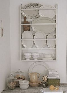 Antique Plate Rack Design Ideas For Your Vintage Kitchen - The ART in LIFE