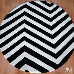 Gold - Chevron Black White Round
