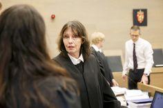 <p>HOLDNINGER: Bistandsadvokat Inger Marie Støen tror den høye frifinnelsen i voldtektssaker henger sammen med både holdningen til dommerne og de høye strafferammene.</p>