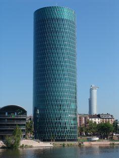 Das Excellent Business Center im komplett verglasten Westhafen Tower in Frankfurt bietet einen spektakulären Blick über die Skyline der Metropole