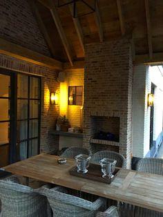 Architect Veerle Dreesen te Hasselt (Limburg) Green Kitchen Cabinets, Homestead House, Belgian Style, Fire Pit Patio, Garage Apartments, Outdoor Kitchen Design, Pergola Patio, Pool Houses, Garden Furniture