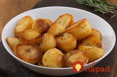 Try creating our delicious yet simple recipe for Roast Potatoes Vegetable Stock Cubes, Roasting Tins, Potato Cakes, Roast Recipes, Roasted Potatoes, Side Dishes, Easy Meals, Food And Drink, Pizza
