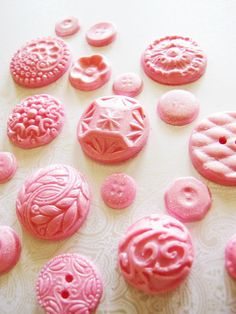 pink chocolate buttons- perfect idea for candy mold - press an item into crafting clay, seal the clay, and use as a mold. Chocolate Buttons, Pink Chocolate, Cool Buttons, Vintage Buttons, Vintage Pink, Pretty In Pink, Pink Love, Colorful Cocktails, Edible Crafts