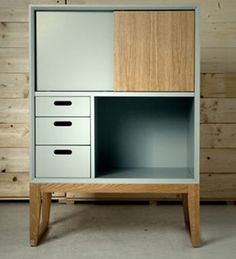 Cabinet crazy.. We just can't resist a beautiful little cabinet, so neat! Via Plastolux.
