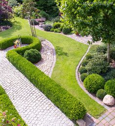 Walkway landscaping and garden ideas