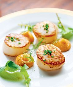 Scallops with Seafood Mayonnaise Recipe by Markus Aujalay Seafood Recipes, Gourmet Recipes, New Recipes, Snack Recipes, Cooking Recipes, Snacks, Seafood Scallops, Fish And Seafood, Dairy Free Starters