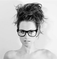 Ingrid Michaelson: Want these glasses!