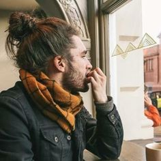 The man bun and beard are still popular to young men out there Man Bun Styles, Hair And Beard Styles, Curly Hair Styles, Man Bun Hairstyles, Mens Medium Length Hairstyles, Attractive Men, Haircuts For Men, Bearded Men, Hair Inspiration