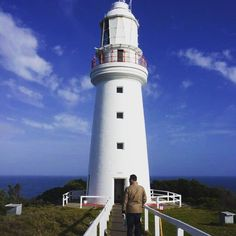 We've loved seeing so many pics of The Great Ocean Road here just had to share this travel memory. This is Cape Otway Lighthouse Australia's oldest working sandstone lighthouse opened 1848. I've been on a weekend few trips down this way yet still so much to experience there! Enjoy   Photo credit: Angela #capeotwaylighthouse #capeotway #greatoceanroad #victoriaaustralia #victoria #visitvictoria #travel #instapic #picoftheday #proyager #proyageraus #canvasbag  #messengerbag #laptopbag #totes…