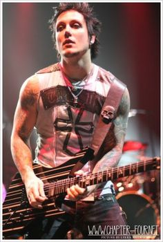 Haner towering synyster gates thumb described