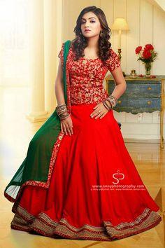 Nazriya nazim in red lehenga! Lehenga Designs Simple, Half Saree Designs, Choli Designs, Half Saree Lehenga, Lehenga Gown, Anarkali, Red Lehenga, Indian Lehenga, Kerala Engagement Dress