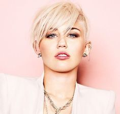 Miley Cyrus Blond Hairstyle