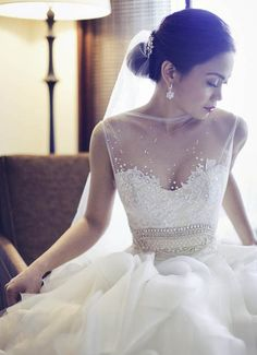 the front of the wedding gown is beautiful!!