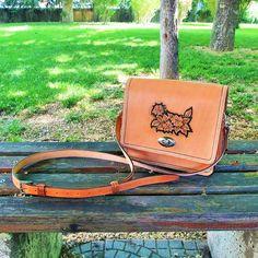 Cross bag... Leather Kits, Leather Craft, Leather Bag, Saddle Bags, Messenger Bag, Inspiration, Accessories, Biblical Inspiration, Leather Crafts