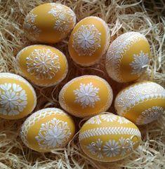 Žlutá reliefní kraslice Egg Crafts, Easter Crafts, Egg Shell Art, Egg Art, Egg Decorating, Dot Painting, Happy Easter, Crafts To Make, Easter Eggs