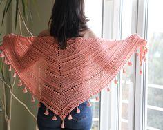 Patrón de chal TARDES con TERESA de crochet. Chal triangular con mini-borlas de 1,70 m x 0,70 m. Tutorial en PDF. Crochet Clothes, Crochet Top, Mini, Etsy, Mondays, Women, Crochet Cover Up, Crochet Bags, Yarns