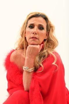 Aos 64 anos de idade, Rita Cadillac estreia nua no teatro