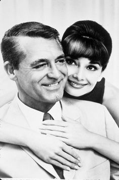 """Cary Grant y Audrey Hepburn en """"Charada"""", 1963"""