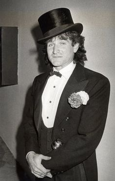 Robin Williams' Yearbook Photos Show Beloved Actor Before He Was Famous