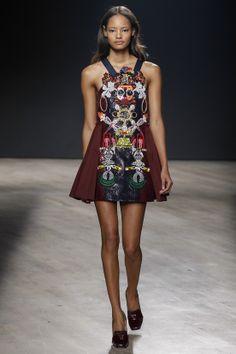 Défilé Mary Katrantzou prêt-à-porter automne-hiver 2014-2015
