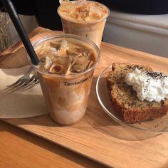 "NudesFoods on Twitter: ""… "" Comida Do Starbucks, Bebidas Do Starbucks, Aesthetic Coffee, Aesthetic Food, Brown Aesthetic, Korean Aesthetic, Coffee Break, Iced Coffee, Coffee Art"