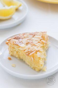 Juicy lemon and almond cake without flour Baking makes you happy Saftiger Zitronen-Mandel-Kuchen ohne Mehl Gluten Free Almond Cake, Almond Cakes, Gluten Free Cakes, Tart Recipes, Baking Recipes, Cookie Recipes, Dessert Recipes, Lemon Recipes, Vanilla Coffee Cake Recipe