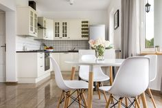 An interior designer in Adelaide who wants you to love where you live. I create beautiful and functional interiors and home additions you'll love to live in Dining Room Furniture, Dining Room Table, Table And Chairs, Furniture Design, Dining Chairs, Minimal Living, Architecture Awards, Architecture Design, Interior Decorating