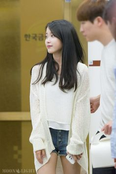 Simple but still put together. Totally screams uni!!! Also love the really laid back almost barefaced look