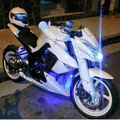 I don't usually care about white, but that's Dope RS - motorcycles - Effektive Bilder, die wir über motorad 125 anbiet Moto Bike, Motorcycle Bike, Motorcycle Types, White Motorcycle, Motorcycle Quotes, Motorcycle Design, Bicycle Design, Super Bikes, Moto Design