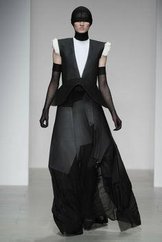 Central Saint Martins RTW Fall 2014 - Teruhiro Hasegawa #fashion #lfw