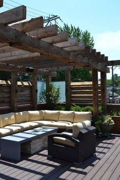 Reclaimed timber pergola | Chicago Roof Deck and Garden