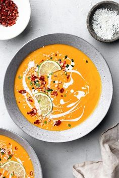Sopa tailandesa de batata doce e cenoura - recipes - Sweet Potato Carrot Soup, Vegan Carrot Soup, Vegan Soups, Sweet Potato Recipes, Sweet Soup, Sweet Potatoe Soup Recipe, Thai Carrot Soup, Carrot Dishes, Potato Ideas