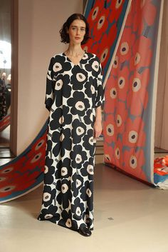 Marimekko ei pääse raidoistaan - eikä haluakaan: tässä on uusin mallisto! 1960s Fashion, Fashion 2018, New Fashion, Girl Fashion, Autumn Fashion, Spring Outfits, Girl Outfits, Fashion Outfits, Marimekko Dress