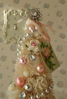 Pink Christmas - so pretty.