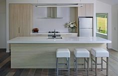Carlielle Kitchens, featuing Caesarstone Organic White bench top and Melteca Seasoned Oak Puregrain cupboard