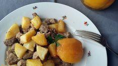 A brassói aprópecsenye mindenki kedvence, főleg, ha megbízható személy készíti. Például mi magunk. Magát a tokányt feltenni nem tart tovább negyed óránál, a krumplisütés vége felé viszont általában már háromszor is megbánjuk, hogy ilyesmire adtuk a fejünket. Ám… Pork, Ethnic Recipes, Kale Stir Fry, Pigs, Pork Chops