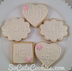 like the words and wedding date on these cookies.