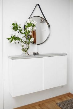 Wall mount slim cabinets with a DIY concrete top for a smart hallway table. Image via Plantete Deco - BESTA Ikea hacks Hallway Decorating, Entryway Decor, Entryway Ideas, Hallway Ideas, Decorating Ideas, Apartment Entryway, Entrance Ideas, Entryway Table With Storage, Narrow Entryway Table