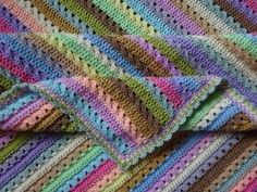 Crochet Afghans Patterns Cupcake Stripe BlanketThis crochet pattern / tutorial is available for free. Full Post: Cupcake Stripe Blanket - Cupcake Stripe BlanketThis crochet pattern / tutorial is available for free. Crochet Afgans, Knit Or Crochet, Crochet Crafts, Baby Blanket Crochet, Double Crochet, Crochet Hooks, Crochet Projects, Free Crochet, Crochet Baby