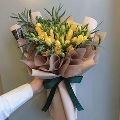 :  남자친구분의 새 출발을  응원하며 주문 주신 #프리지아  #프리지아꽃말  #당신의시작을응원합니다 green and yellow floral arrangement Boquette Flowers, Freesia Flowers, How To Wrap Flowers, Indoor Flowers, Blooming Flowers, Beautiful Flowers, Graduation Bouquet, Graduation Flowers, Flower Centerpieces