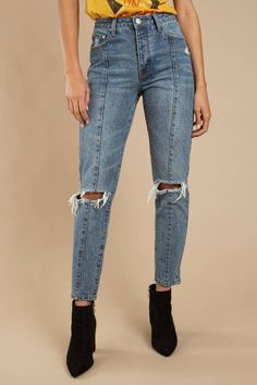 Millbury High Rise Girlfriend Jean With Seaming So you love your denim tough and ripped. No problem. Your next go-to denim is the Millbury Vintage Wash High Rise Girlfriend Jeans. These cut out knee - Outfit Jeans, Lässigen Jeans, Lee Jeans, Casual Jeans, High Jeans, High Waist Jeans, Stylish Jeans, Ankle Jeans, Jeans Size
