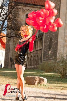 #blond #latex #fashion #model #laralarsen http://www.laralarsen.com/Latex-Valentine-s-Day Latex zum Valentinstag
