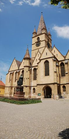 The Lutheran Cathedral of Saint Mary, Sibiu, Transylvania, Romania. Its massive m high steeple is a landmark of the city. Amazing Places On Earth, Wonderful Places, Beautiful Places, Bulgaria, Regions Of Europe, Visit Romania, The Beautiful Country, Place Of Worship, 14th Century
