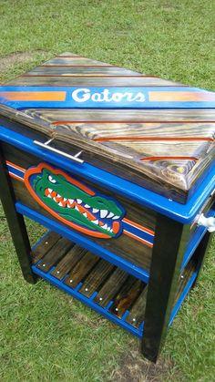 Deck Cooler, Pallet Cooler, Wood Cooler, Cooler Stand, Cooler Box, Wooden Ice Chest, Diy Pallet Bed, Pallet Ideas, Football Crafts